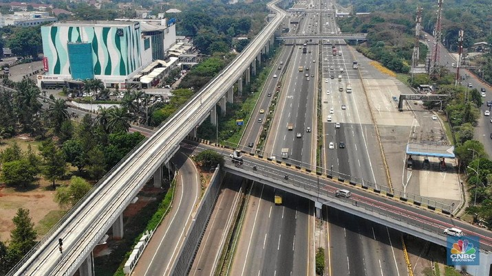 Suasana Stasiun kereta ringan (light rail transit/LRT) Jakarta-Bogor-Depok-Bekasi (Jabodebek) di Kawasan Cibubur, Jawa Barat, Selasa (12/11/2019).  (CNBC Indonesia/Andrean Kristianto)