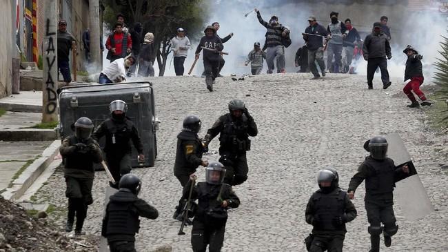 Morales akhirnya sepakat untuk mundur di tengah krisis politik yang menimpa Bolivia. Ia pun diketahui meminta suaka politik kepada Meksiko.(AP Photo/Juan Karita)