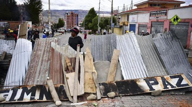 Demonstrasi yang kerap berujung ricuh selama tiga pekan terakhir terjadi di jalan-jalan utama di Bolivia.(Photo by RONALDO SCHEMIDT / AFP)