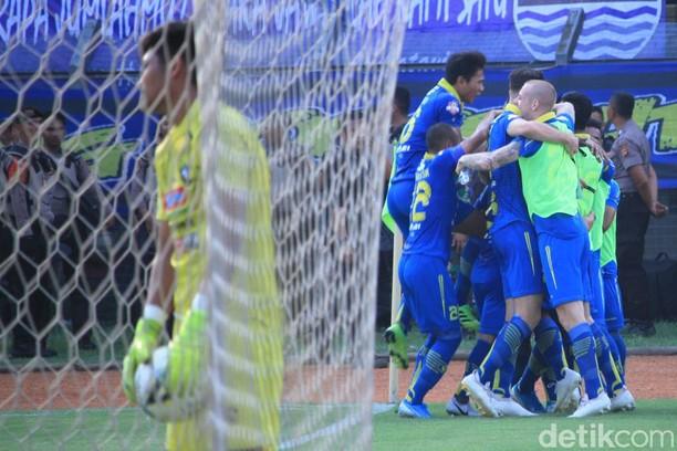 Menjamu Arema FC, Persib Bandung Berpesta di Jalak Harupat