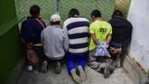 Selain warga sipil, komandan militer dan kepolisian belakangan turut bergabung menyerukan pengunduran diri Morales.(RONALDO SCHEMIDT / AFP)