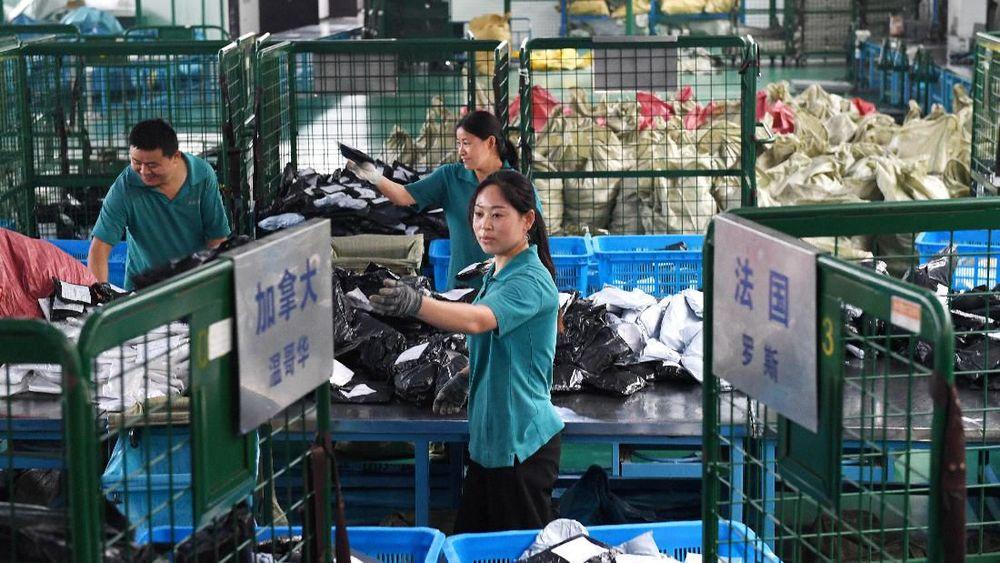 Pada Senin 11/11/2019 atau singles day penjualan ritel Tiongkok, Alibaba Group Holding Ltd, mencapai rekor US$ 38,4 miliar atau Rp 539 triliun dalam sehari