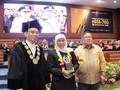 Khofifah Raih Penghargaan Alumni Berprestasi Unair 2019