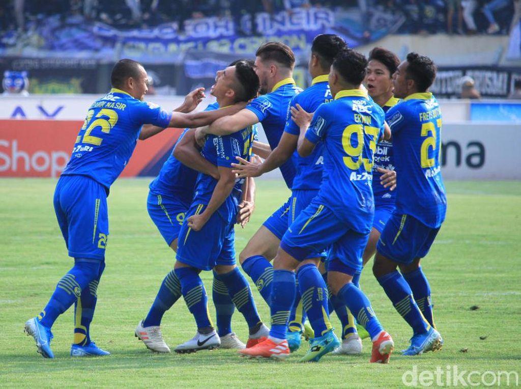Bertanding di Stadion Si Jalak Harupat, Kabupaten Bandung, Selasa (12/11/2019), Maung Bandung langsung tancap gas di babak pertama.