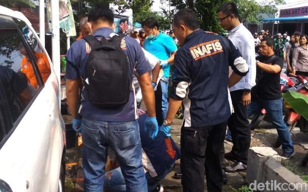 Momen Polisi Olah TKP Bom Bunuh Diri di Polrestabes Medan