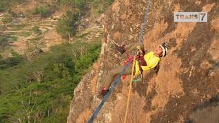VIDEO: Melintasi Tali di Gunung Api Purba Nglanggeran