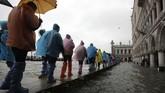 Venesia dilanda gelombang air pasang tertinggi dalam kurun waktu lebih dari 50 tahun terakhir. (AP Photo/Luca Bruno)