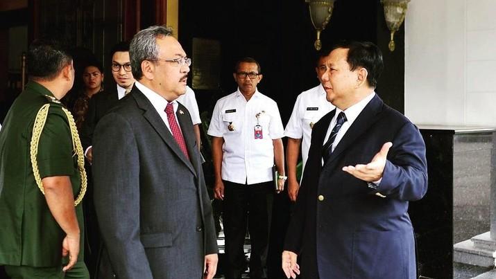 Menhan Prabowo Subianto menerima kunjungan kehormatan dari sejumlah duta besar sejak kemarin.