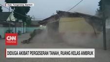 VIDEO: Ruang Kelas Ambruk Akibat Pergeseran Tanah