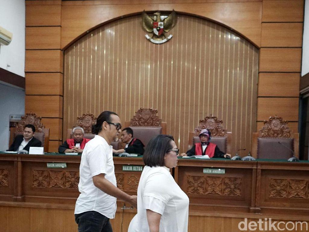 Dari persidangan, Nunung dan suami dituntut satu setengah tahun penjara.Pool/Palevi S/detikFoto.