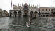 FOTO: Banjir Tenggelamkan Venesia