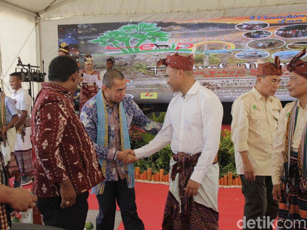 Menipo merupakan taman wisata alam (TWA) yang dikelola langsung oleh Kementerian Lingkungan Hidup dan Kehutanan (KLHK) yang diharapkan mulai saat ini menjadi lokasi wisata alam baru di pulau Timor. Istimewa
