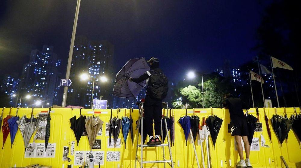 Berbagai universitas di Hong Kong telah menjadi medan tempur antara pengunjuk rasa dengan aparat. Situasi itu memaksa pelajar asing hengkang dari Hong Kong.