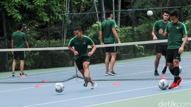 Timnas Indonesia U-23 Gelar Recovery di Lapangan Tenis