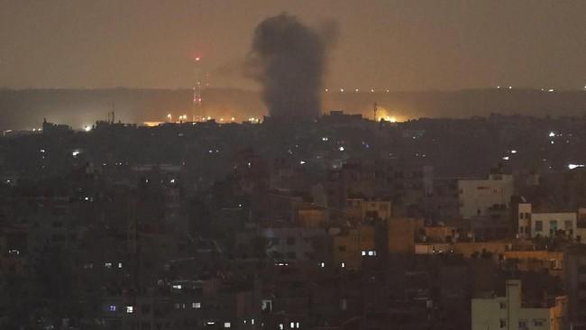 Konflik Israel-Palestina kembali memanas setelah militer Israel meluncurkan serangan udara di Jalur Gaza.(AP Photo/Adel Hana)