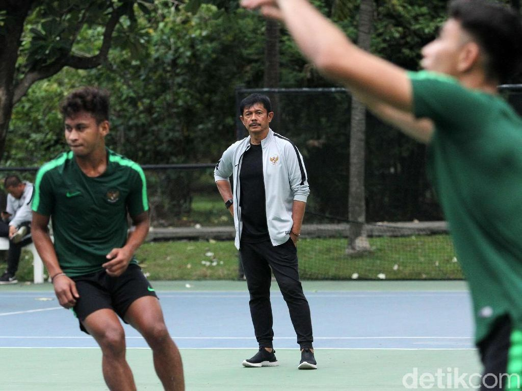 Latihan dipimpin langsung oleh pelatih Indra Sjafri.