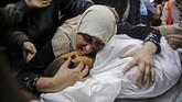 Serangan kali ni disebut sebagai insiden paling mematikan sejak awal pertempuran.(Photo by ANAS BABA / AFP)