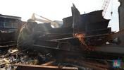 Mengintip Lokasi Pemotongan Bangkai Kapal di Cilincing