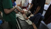 Sejauh ini korban jiwa tercatat mencapai 32 orang warga Palestina, termasuk seorang anak laki-laki berumur 7 tahun dan enam warga dari satu keluarga.(Photo by ASHRAF AMRA / AFP)