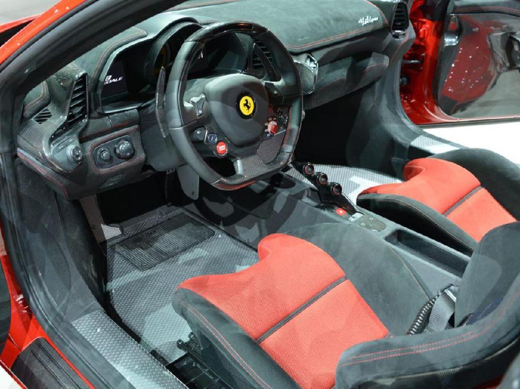 Bicara harga, di Amerika Serikat Ferrari Model 458 Speciale dibanderol mulai 226.729 USD atau setara Rp 3,1 miliar, dan paling mahal 597.945 USD atau setara Rp 8,4 miliar. Tentu jika sudah masuk Indonesia, harganya bisa berlipat ganda. Terlebih Ferrari model ini sudah tidak diproduksi lagi sejak 2015 silam.Foto: Pool (evo.co.uk)