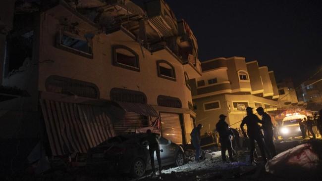 Serangan kali ini berlangsung selama dua hari berturut-turut dan belum ada tanda-tanda akan berakhir.(AP Photo/Khalil Hamra)