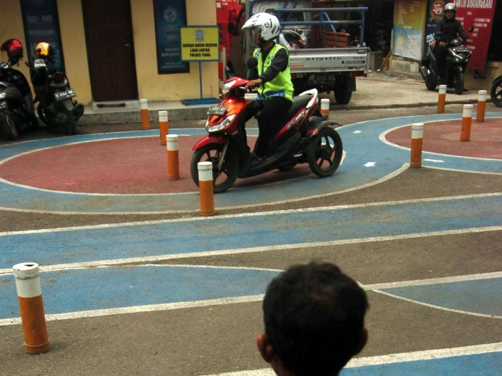 Hal ini bertujuan untuk mendorong kalangan penyandang disabilitas ikut menjaga ketertiban berlalu lintas di jalan raya.