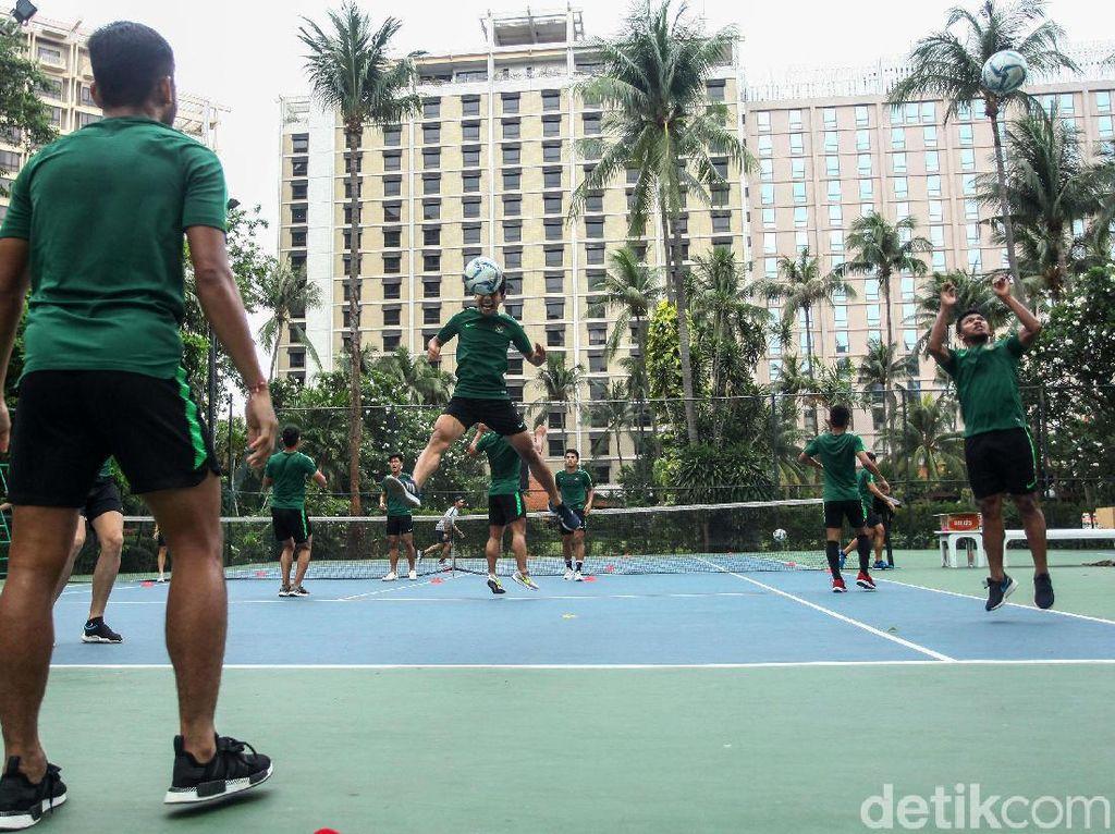 Laga uji coba kontra Iran pada Minggu (16/11/2019) mendatang menjadi persiapan skuat Garuda Muda menuju SEA Games 2019. Ditarget medali emas oleh PSSI, Indonesia tergabung di Grup B bersama Vietnam, Thailand, Singapura, Laos, dan Brunei Darussalam.