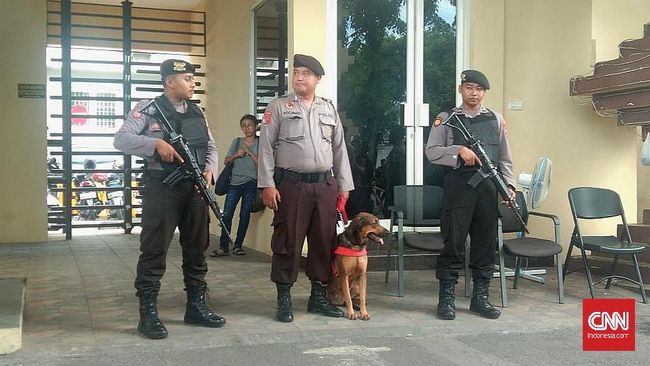Pengamanan Berlapis Mapolrestabes Surabaya Setahun Teror Bom