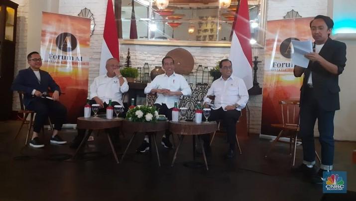 Bukan Koran, Jokowi Baca Berita Online & Sosial Media