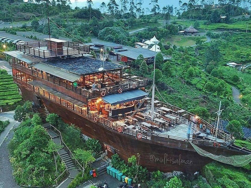 10 Tempat di Bandung ini Menawarkan Makan dengan Pemandangan yang Indah