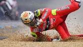 Jorge Lorenzo bergabung dengan Honda lalu berlanjut ke Aprilia pada 2005. Lorenzo meraih dua gelar juara dunia bersama Aprilia. (Photo by ANDRE DURAND / AFP)