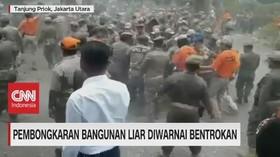 VIDEO: Pembongkaran Bangunan Liar Diwarnai Bentrokan