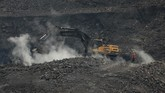 Jharia menjadi jatung industri batu bara India, 500 ribu warga setempat menggantungkan pencahariannya pada tambang ini.(AP Photo/Aijaz Rahi)