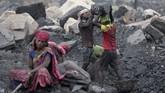 Kendati demikian, batu bara menjadi kontributor penting bagi pertumbuhan industri besi dan baja India.(AP Photo/Aijaz Rahi)