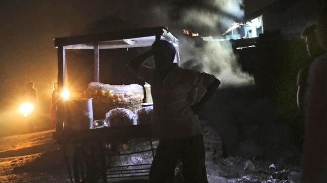 Pada 2008, anak perusahaan Coal India, Bharat Coking Coal Ltd. Memulai program relokasi terhadap 53.400 keluarga yang menghuni daerah terdampak kebakaran pada 2021.(AP Photo/Aijaz Rahi)
