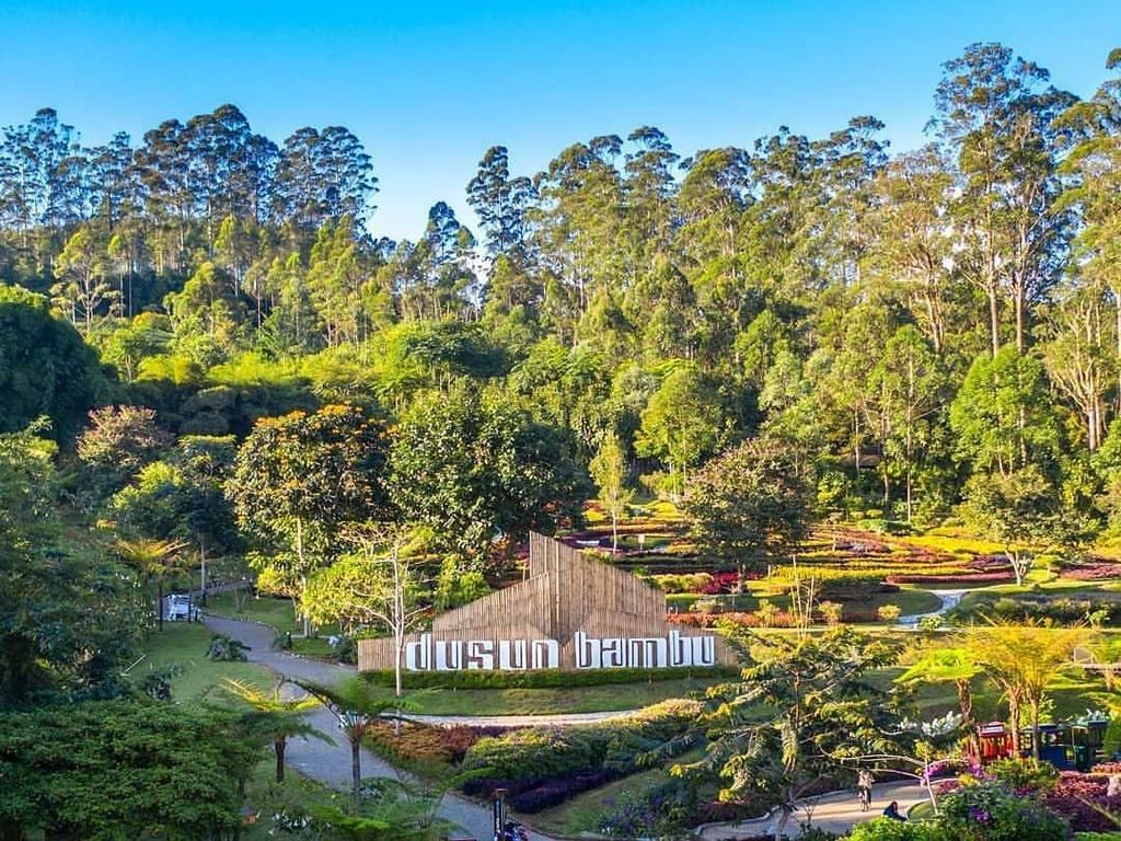 Foto: Instagram @dusun_bambuTerletak di kawasan wisata Lembang, Dusun Bambu menyuguhkan panorama alam yang luar biasa indah. Sangat cocok untuk Anda yang membawa keluarga.