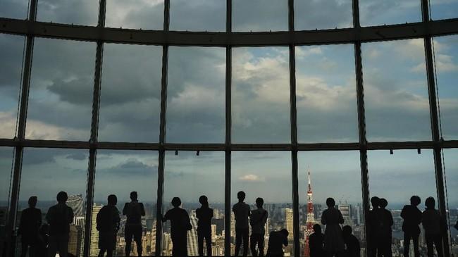 Jika Sky Circus Sunshine 60 berupa gedung setinggi 60 lantai, maka Roppongi Hills Mori Tower memiliki tinggi 54 lantai. Lebih rendah, namun pemandangan dari atasnya masih sama indahnya. (AP Photo/Jae C. Hong)