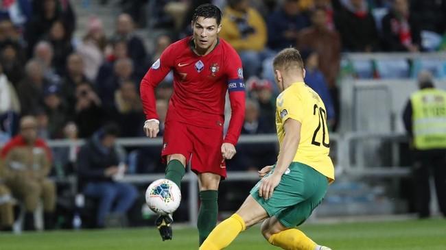 Cristiano Ronaldo turun bermain pada laga Portugal lawan Lithuania dalam laga kualifikasi Piala Eropa 2020. (AP Photo/Armando Franca)