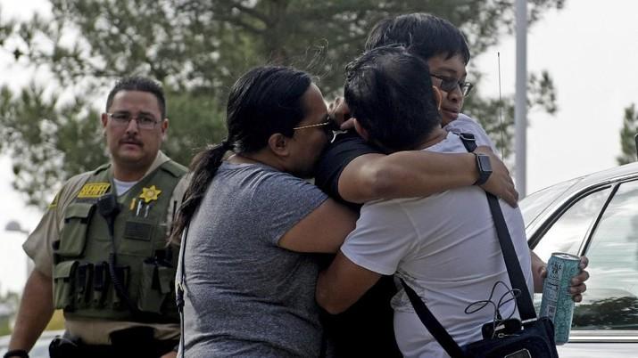 Seorang remaja menembak mati teman-temannya di sebuah sekolah menengah California AS