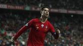 Catatan hattrick Cristiano Ronaldo membuat ia sudah menorehkan 98 gol untuk timnas Portugal. (AP Photo/Armando Franca)