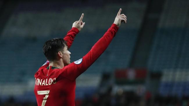 Cristiano Ronaldo mencetak tambahan satu gol untuk melengkapi hattrick di laga tersebut.(AP Photo/Armando Franca)