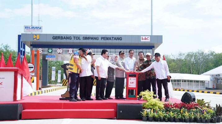 Presiden RI Jokowi melakukan peresmian Jalan Tol Trans Sumatera Ruas Terbanggi Besar-Pematang Panggang-Kayu Agung. (Dok.Hutama Karya)