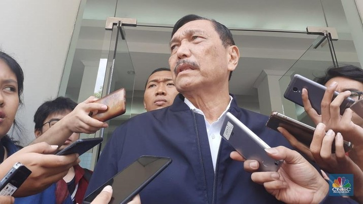 Menko Kemaritiman dan Investasi Luhut Binsar Panjaitan meminta masyarakat mematuhi peraturan yang diberikan pemerintah dalam terkait corona.