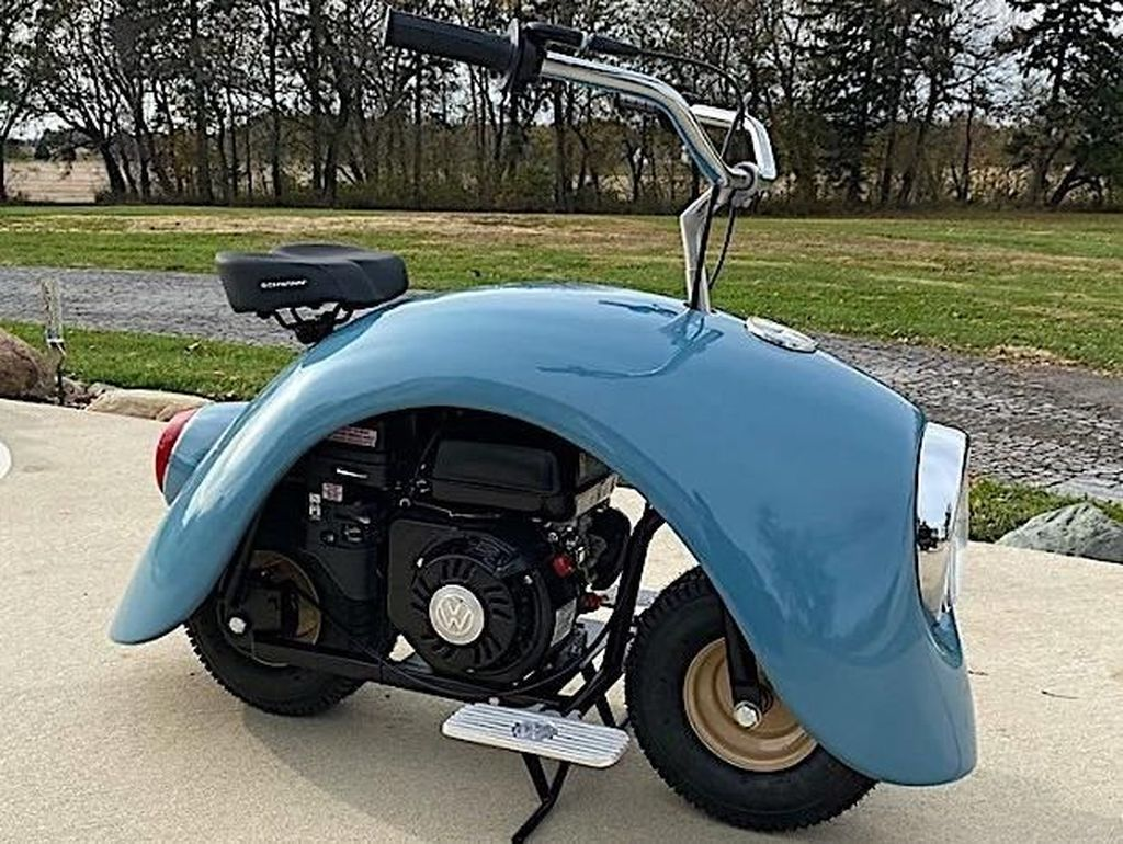 Beberapa modifikasi dilakukan untuk bisa menjadi fender VW kodok ini menjadi sepeda motor mini. Foto: Pool (Autoevolution)