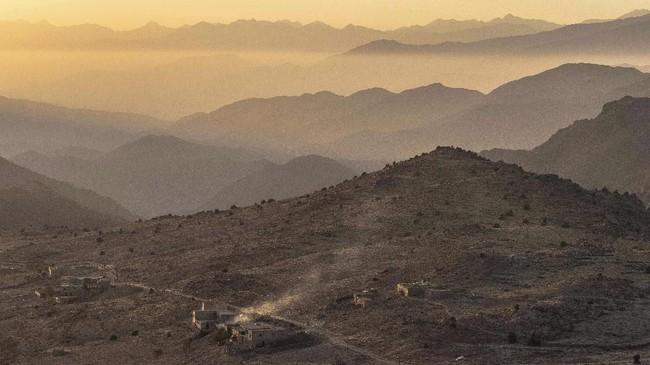 Askaoun, sebuah desa kecil di dekat Taliouine, Pegunungan Atlas Tengah, Maroko, merupakan lokasi tumbuh suburnya bunga safron, rempah dengan harga paling mahal di dunia. (AP Photo/Mosa'ab Elshamy)