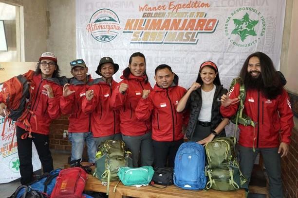 Pemberangkatan Pendaki ke Gunung Kilimanjaro