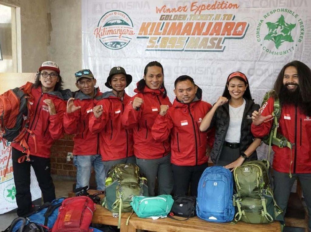 Setelah proses pengundian beberapa waktu lalu, terpilihlah lima pemenang beruntung. Namun setelah melalui proses pelatihan dan wawancara, serta persetujuan izin ke berbagai pihak, menyisakan dua orang pemenang, yakni Suhendro (Riau) dan Agus Kurniawan (Jakarta).