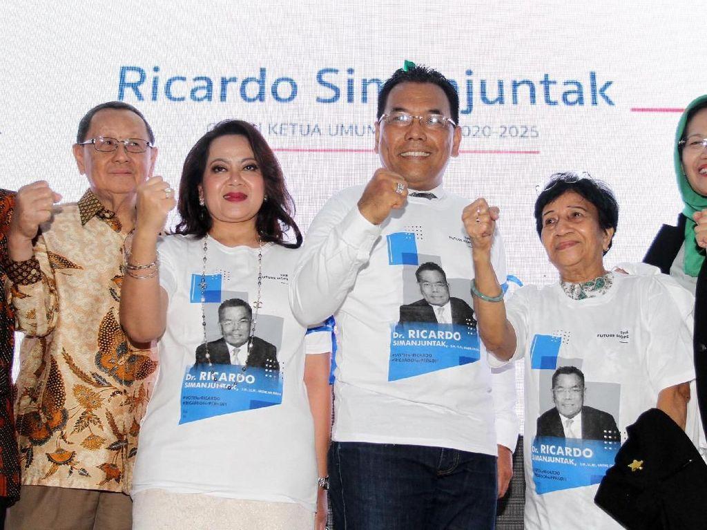 Mereka mendeklarasikan diri di Gedung Joang 45, Menteng, Jakarta Pusat sebagai Calon Ketua Umum dan Sekretaris Jenderal PERADI untuk kepemimpinan lima tahun mendatang. Foto: dok. Peradi