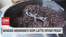 VIDEO: Sensasi Menikmati Kopi Latte Hitam Pekat