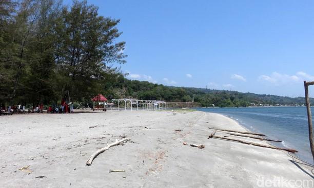 Ketika Daihatsu Terios Nongkrong di Pantai Malaha